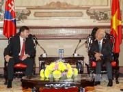 越南胡志明市人民委员会主席会见斯洛伐克副总理兼外长