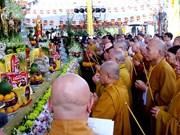 越南佛教教会为交通事故死亡者举行祈求超度仪式