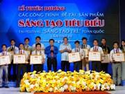 胡志明共青团中央表彰40个优秀创新产品和科研工程