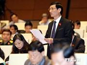 越南国会代表热议公共投资结构重组