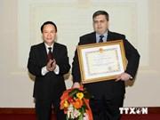 俄罗斯塔斯社驻越代表机构首席记者荣获越南友谊勋章