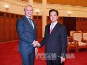 越南政府总理阮晋勇会见俄天然气工业石油公司总裁