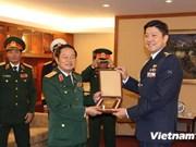 越南高级军事代表团对新加坡进行正式友好访问