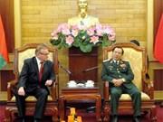 越南人民军总政治局领导会见白俄罗斯军队电视台代表团
