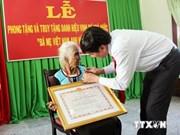 """越南平定省699位母亲荣获""""越南英雄母亲""""荣誉称号"""