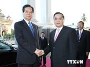 越南政府总理阮晋勇会见老挝总理通辛·坦马冯