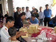 越共中央办公厅和越通社老战士协会向北江省橙毒剂受害者赠送礼物