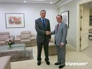 新加坡总理:新加坡继续与越南保持密切合作关系