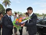 匈牙利总统与夫人前往广宁省下龙湾观光旅游