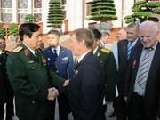 越南国防部部长冯光青会见乌克兰退伍军人代表团