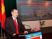 胡志明市政府代表向老挝驻本市总领事馆庆祝国庆
