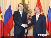 越南国会主席阮生雄与俄罗斯联邦国家杜马主席谢尔盖•纳雷什金举行会谈