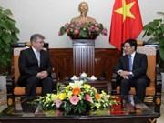 越南政府副总理兼外长范平明会见英国和俄罗斯驻越大使