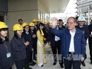 越南国会主席阮生雄接触河静省武装力量选民