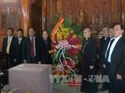 越共中央民运部部长何氏洁向承天顺化省教职人员和信教群众祝贺圣诞