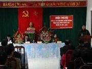 越共中央宣教部部长丁世兄接触和平省选民