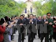 越南国家主席张晋创向高平省青山教区教民祝贺圣诞节