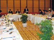 越南中央领导分赴广宁、后江两省视察反腐败工作