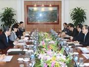 越南祖国阵线中央委员会主席阮善仁与中国政协主席俞正声举行会谈