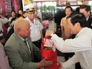 越南国家主席看望慰问庆和省牙庄市渔民
