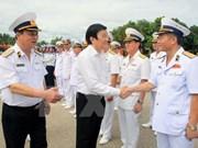 越南国家主席张晋创探望金兰港海军驻军