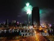 越南全国各地喜迎2015新年