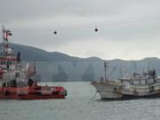 越南广平省边防成功救援一艘海上遇险渔船