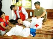 国防部代表团探访越南橙毒剂/迪奥辛受害者协会