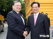 越南政府总理阮晋勇同欧洲委员会主席巴罗佐举行会谈