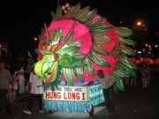 越南色彩缤纷最大规模提灯笼游行活动在平顺省举行