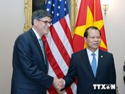 越南政府副总理武文宁访问美国