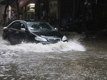 胡志明市出现潮汛 诸多房间进水 多条道路被淹