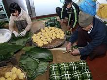 筝曲村赶时间为春节市场提供美味的粽子(组图)