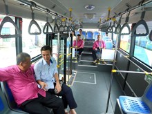 河内市正式推出使用清洁燃料的3条公共小巴线路(组图)