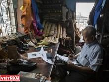 西贡多年专注于鞋匠行业的郑玉鞋匠师傅