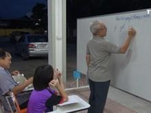 旅泰越侨努力维护越南语