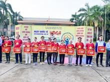 第四次国际瑜伽日在芹苴市举行  逾700名瑜伽爱好者参加