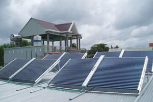 太阳能供水系统  为农村居民提供清洁水