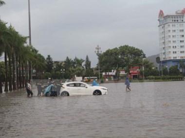 越南国会副主席汪周刘赴清化省灾区看望慰问受灾群众