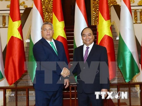 匈牙利总理奥尔班圆满结束对越南进行的正式访问