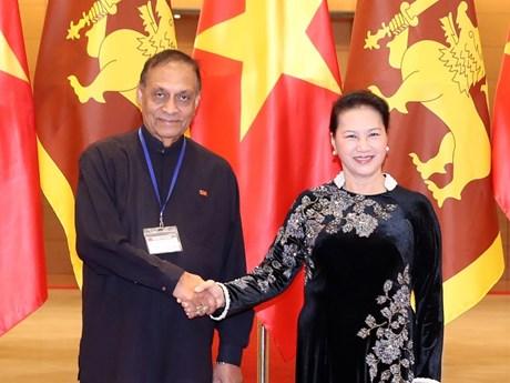 国会主席阮氏金银与斯里兰卡议会议长卡鲁举行会谈
