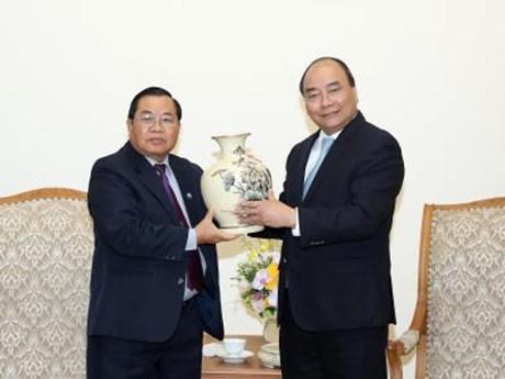 越南政府总理阮春福会见老挝国会副主席森暖• 赛雅拉